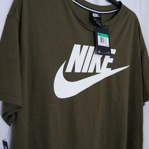 Nike Sportswear Essential Cropped T-Shirt